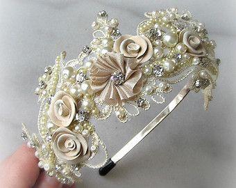 Diadema ligera Ivory de encaje con cristales y por TheRedMagnolia