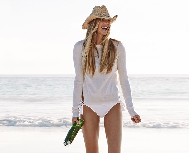 "JULY 2015: MEET OUR JULY GUEST EDITOR: ELLE MACPHERSON Who better than Elle ""The Body"" Macpherson to celebrate the height of summer! We're talking green juice, green powder and a greens-powered beauty lifestyle..."