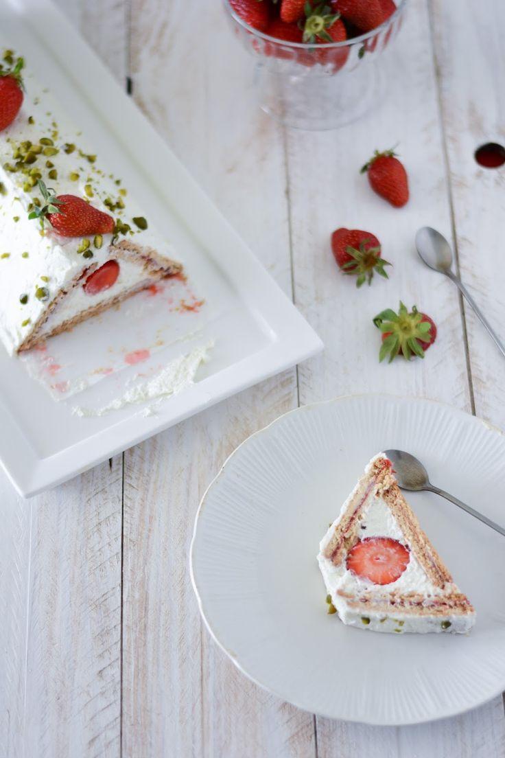 J'ai ce gâteau dans mes dossiers depuis près d'un an. J'avais attendu une bonne occasion pour le publier, puis la saison des fraises s'ét...