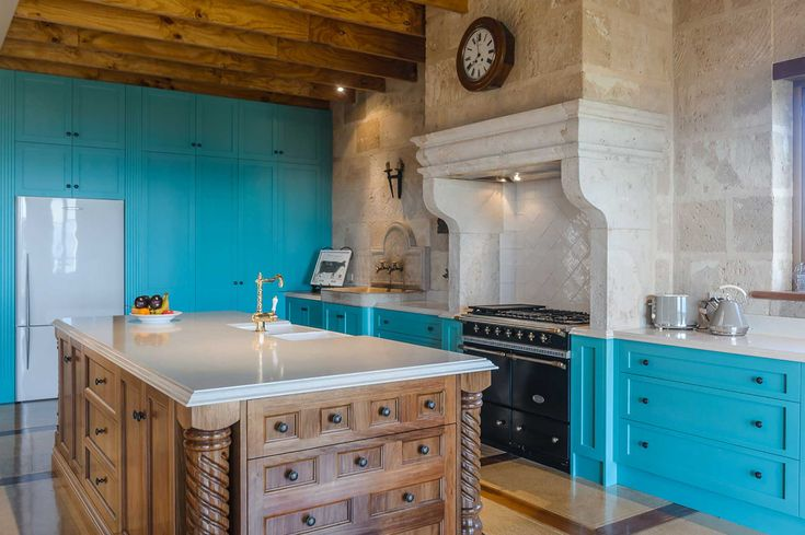 Pin on Kitchens featuring Castella handles