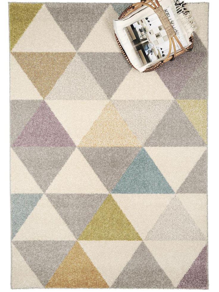 http://www.benuta.de/teppich-pastel-geomet-multicolor-2.html Dieser Teppich springt ins Auge: Aus dem grau-beigen Muster des Pastel Geomet stechen einige Dreiecke bunt hervor und setzen damit ein paar farbenfrohe Akzente, die diesen stilvollen Teppich aus der benuta-Kollektion zum reizvollen Hingucker machen. Der Flor des Teppichs besteht aus angenehm weichem Frisé-Garn, das sich leicht reinigen lässt und garantiert frei von Schadstoffen ist.