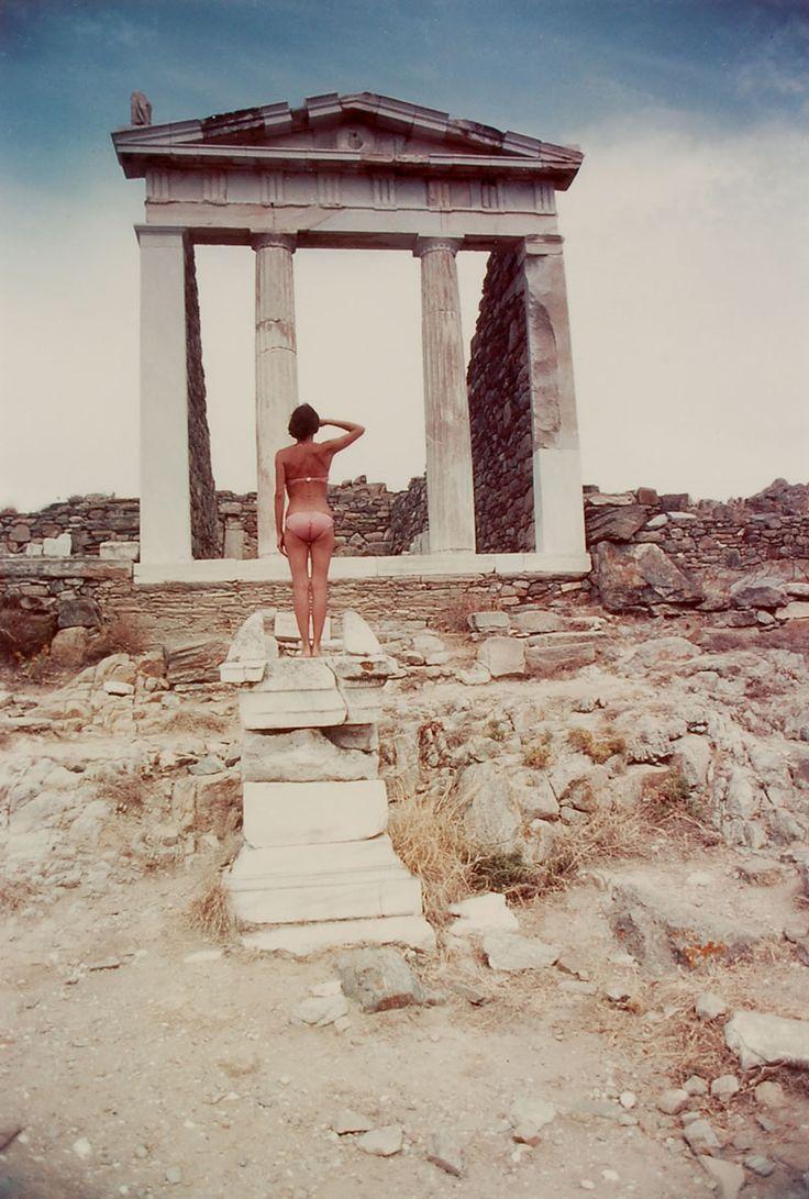 fidanzati - la mia fidanzata saluta l'architettura, grecia, 1977.