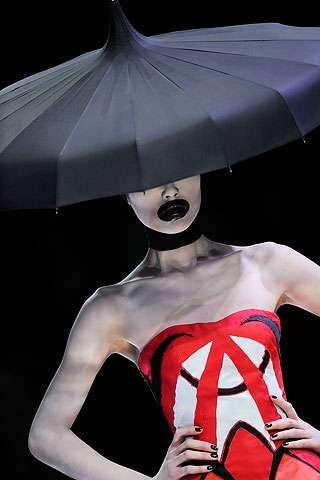Haute Umbrella Hats  Alexander McQueen's Hands-Free Rain Gear