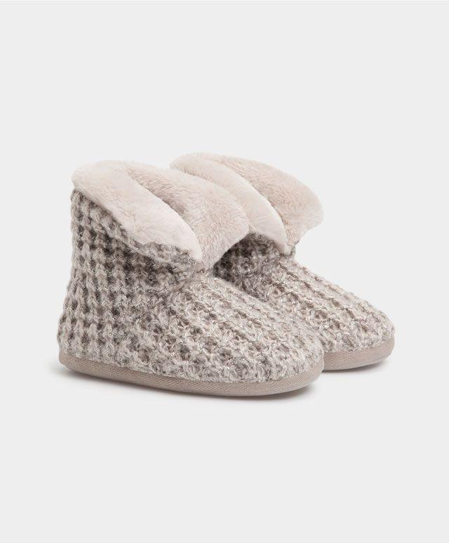 Stivale lana lamé - Scarpe - Tendenze moda donna AW 2016 su Oysho on-line : biancheria intima, lingerie, abbigliamento sportivo, scarpe, accessori e costumi da bagno. Spedizione gratuita a partire da 40 EUR e resi gratuiti.