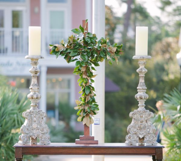 Southern Wedding Decoration Ideas: Southern Ceremony Decor Idea: Magnolia Cross