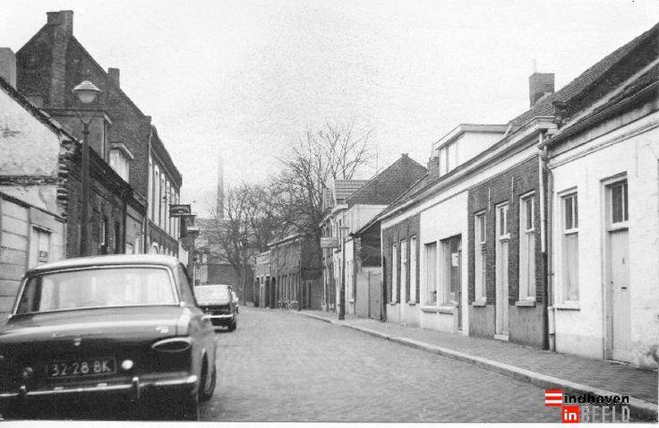 Bergstraat, richting Kleine Berg, 1973. - eindhoveninbeeld.com