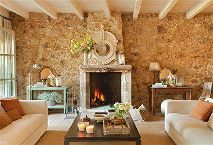 Sal n con pared de piedra y chimenea house decoration - Chimeneas de interior ...