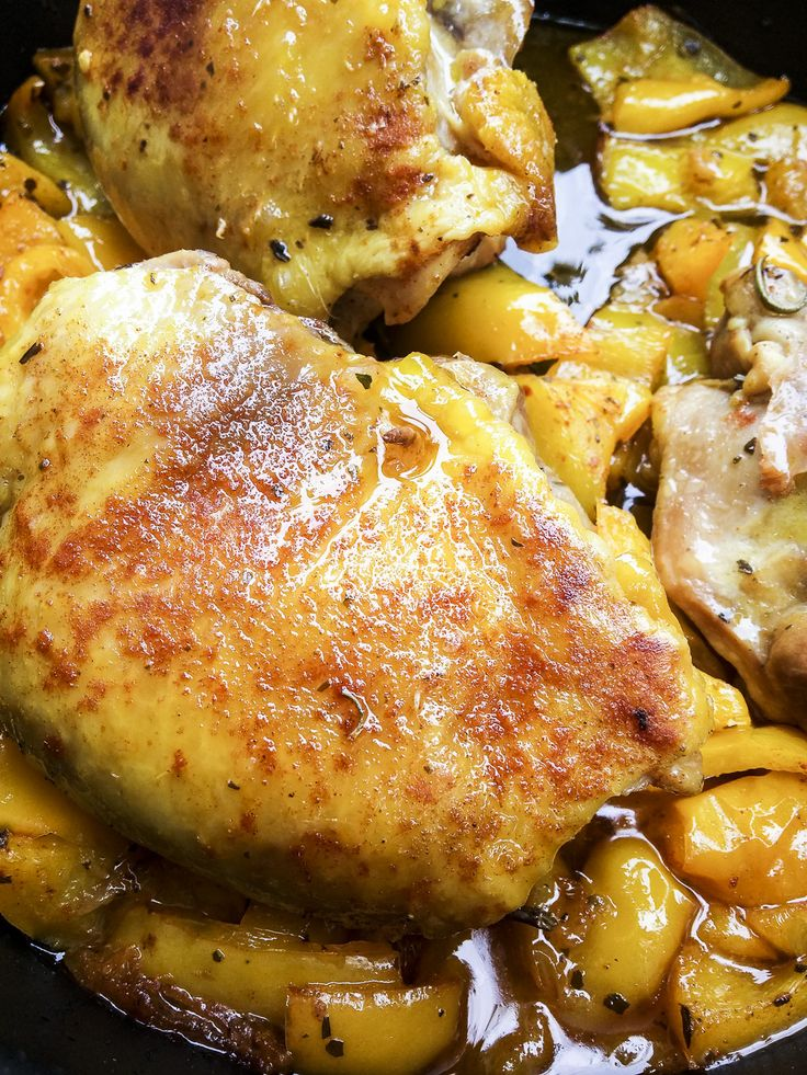 Un secondo ricco, gustoso e anche semplice e veloce da fare: sovracosce di pollo piccanti con peperoni speziato, ricetta sul blog NATURALMENTE!! http://www.kitchengirl.it/piccole-chicche/sovracosce-al-forno-con-peperoni-speziati/ #kitchengirl #tacchiepentole #ricetta #cucina #amicincucina #lacucinaitaliana #cucinaitaliana #ricetteperpassione #pranzoitaliano #dolce_salato_italiano #clarinafood  #italianfoodbloggers #cucinoperamore #primoitaliano #ognitantocucino #cucinoperamore…