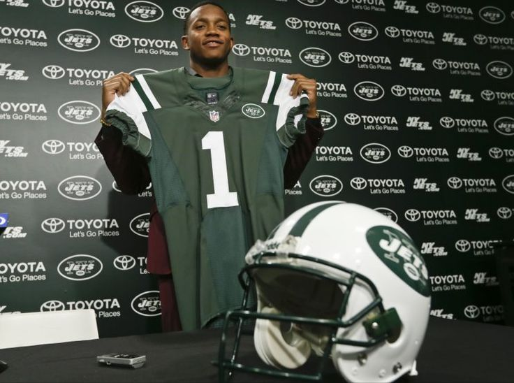 jets linebacker darron lee said he was attacked in a bar. (ap)darron lee is 6-foot-1, 232 pounds and last year was a fir... -