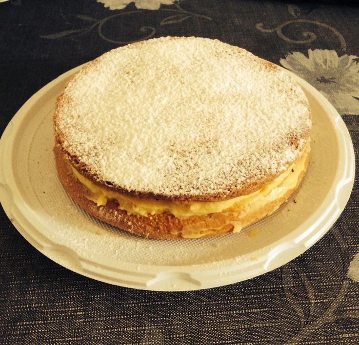 Torta margherita con crema pasticciera
