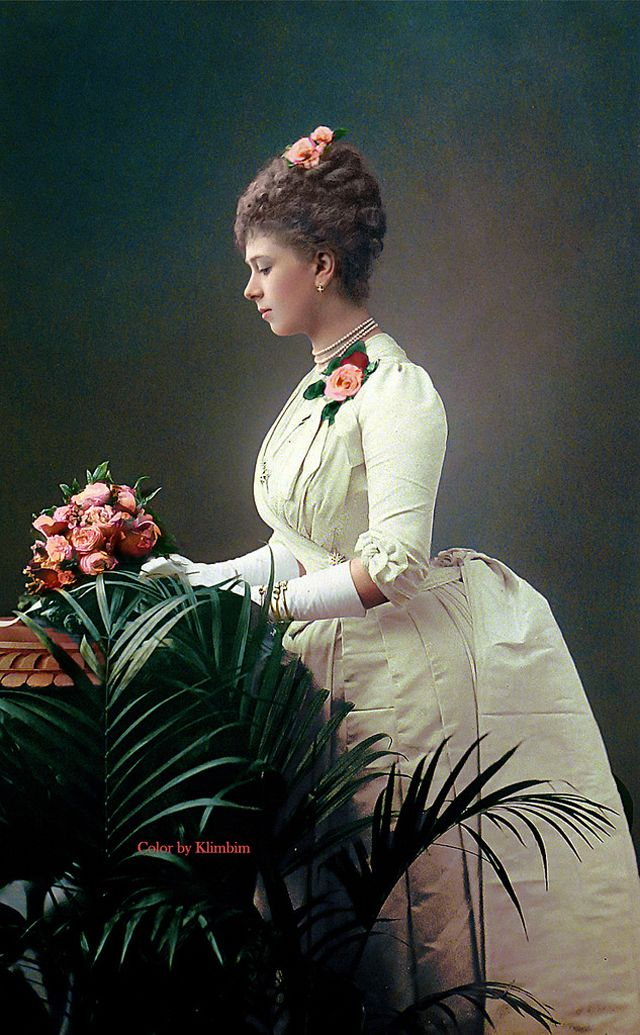 19 Incredible Colorized Photos of Victorian Women From 1850s to 1890s. (These are guesses, not actual.)