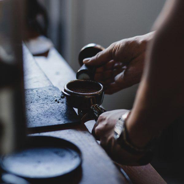 Nordmenn drikker mer kaffe enn de fleste i verden, og Oslo har flere gode plasserfor kaffeelskere.