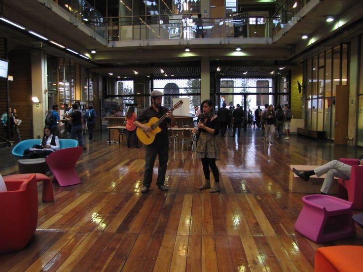 Intervención musical en hall AO2.