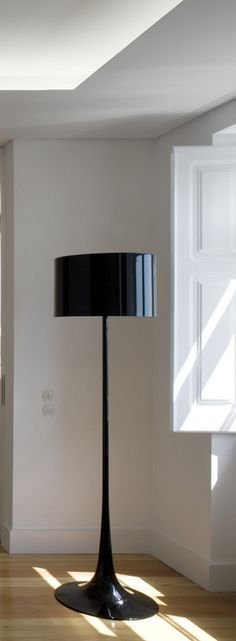 Glossy Black | A black floor lamp perfect for living room design with a glossy touch to give a distinct look to your room.