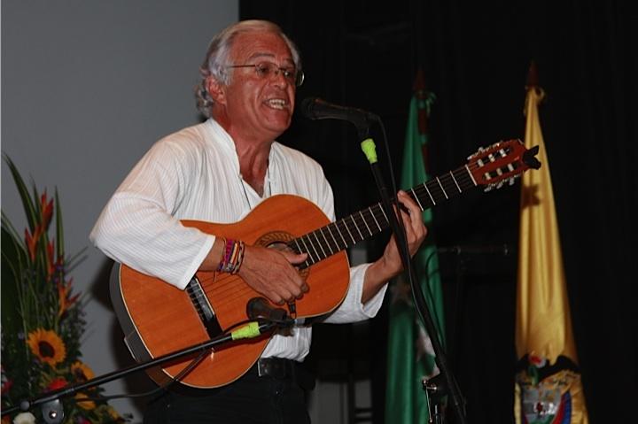 Maestro 'Teto' Quintero, compositor e intérprete, se declara amante del bambuco. Crédito Milton Ramírez (@FOTOMILTON) Mincultura 2012.