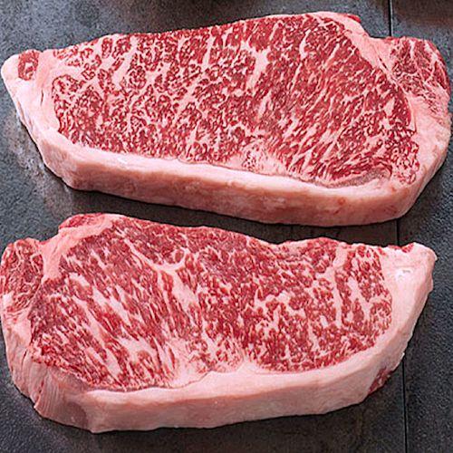 Bistecche di manzo di KobeIl manzo di Kobe e in generale la razza Wagyu, sviluppa una produzione di grasso intramuscolare che, unita a diete e sistemi di allevamento particolari, dà vita alla razza bovina più pregiata.
