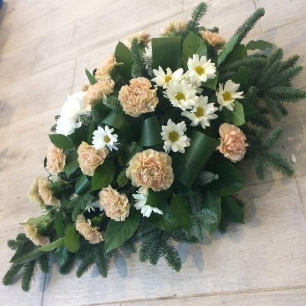 Oryginalna Wiazanka Z Gozdzikow Wiazanki Slubne Lublin Dekoracje Slubne Lublin Kwiaciarnia Slawinek Lublin K Flower Arrangements Funeral Flowers Floral