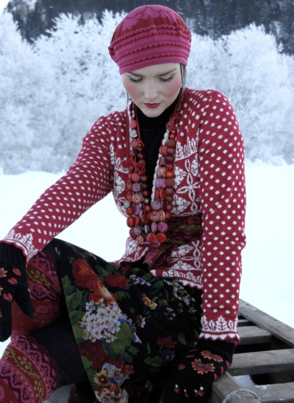 Solveig Hisdal. Love the fitted shoulder/sleeve cap, and the cuff. Looks like a picot edging.