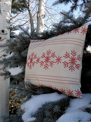 Holiday Accent Pillow from a Placemat: Accent Pillows, Christmas Pillows Diy, Neat Ideas, Brilliant Ideas, Holidays Accent, Christmas Ideas, Placemat Pillows, Crafty Ideas, Diy Christmas