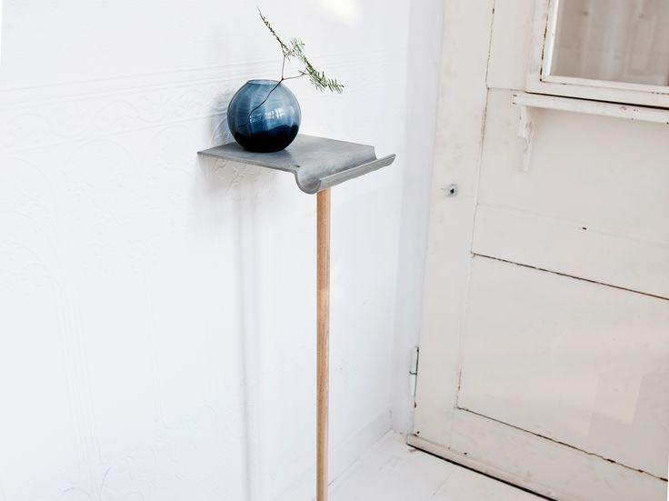 Beton Regal mit Holzbein bringt jede Wand zum strahlen. Echter Beton, keine Beto