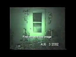La 3 august 2002, un amator făcea filmări împreună cu cinci membrii ai familiei sale când a surprins, în termal, silueta clară a Domnului nostru, Iisus Christos. Micuţa localitate în care se găseau se află în apropiere de Palm Springs, California, S.U.A., la aproximativ 25 de mile sud-est. Adr