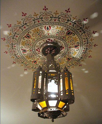 Buscas decorar en espacios insospechados? que te parece este hermoso vinil y como se ve a la luz?