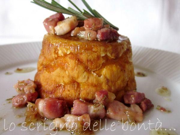 sformato di zucca con pancetta e rosmarino; ricetta e spiegazioni per preparare degli ottimi sformati di zucca con croccante pancetta profumati al rosmarino