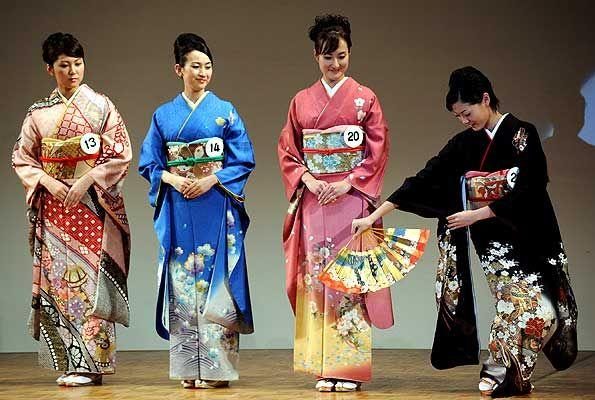 http://www.etoday.ru/uploads/2008/01/28/miss_japan_2008_kimono_competition.jpg