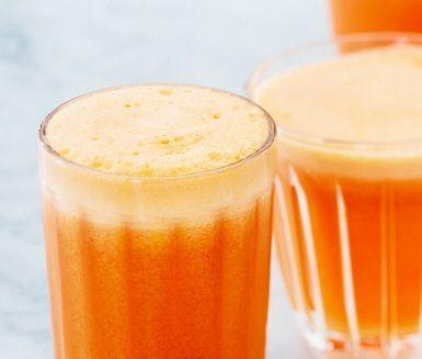 Lättdrucken juice med bara godsaker: äpple, morot, färsk ingefära och stadig palsternacka. Använd en råsaftcentrifug, börja med de grövre grönsakerna och avsluta med äpplena.