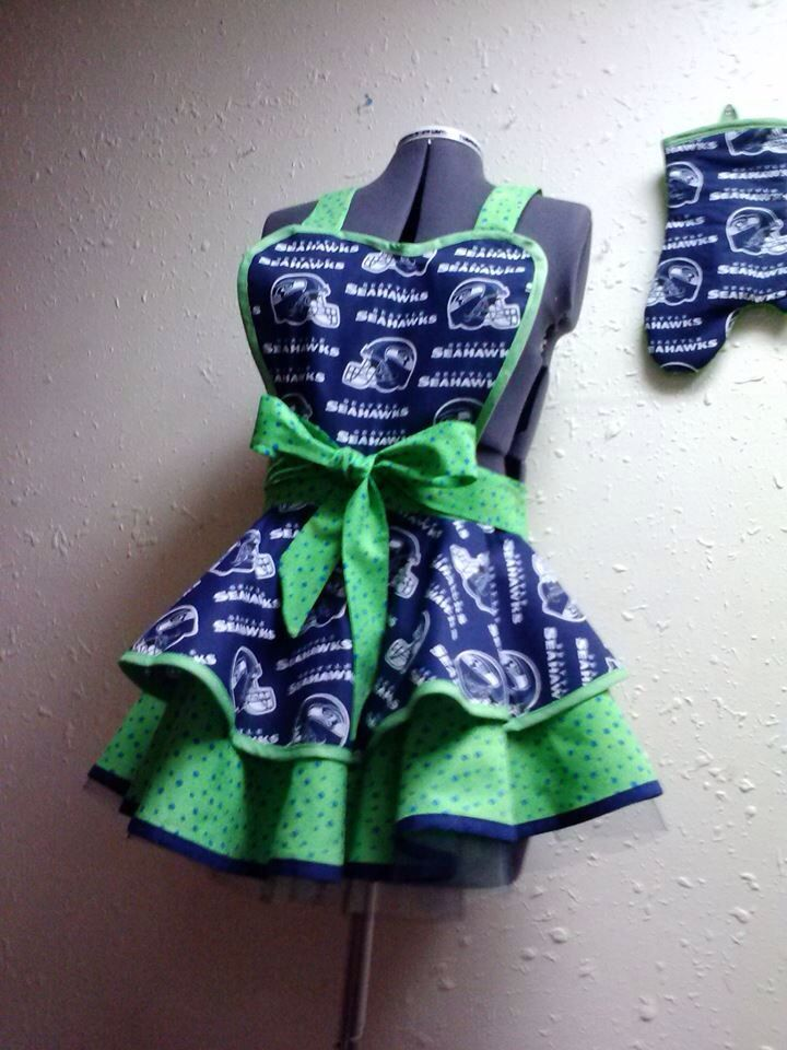 Seahawks apron.  Wouldnt this be fun as I am getting ready for the guys coming over to watch the game?!  YES!!