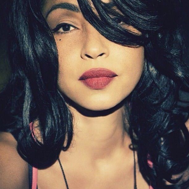 Sade-never ages! beauty and talent. Loving her lipstick yesss!!!