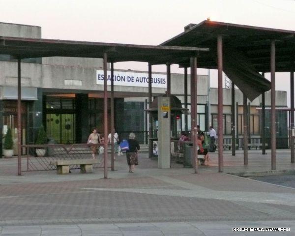 La estación de autobuses de #Santiago de Compostela se encuentra a sólo 10 minutos andando del hotel/ albergue La Salle.