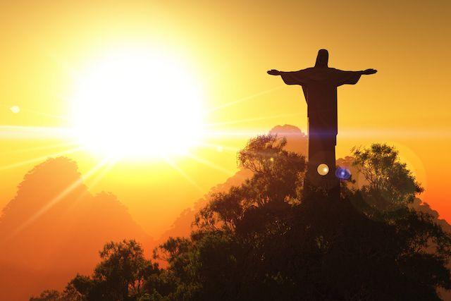 La estatua Cristo Redentor, en Río de Janeiro, Brasil || Visita esta maravilla con la ayuda de ToursEnEspanol.com ||