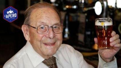 Ce client de bar régulier se voit offrir de la bière à vie pour ses 100 ans !