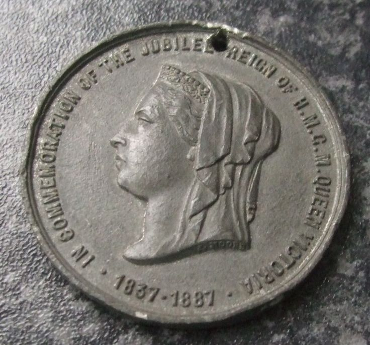 QUEEN VICTORIA GOLDEN JUBILEE MEDAL / MEDALLION 1887 - CITY OF LINCOLN