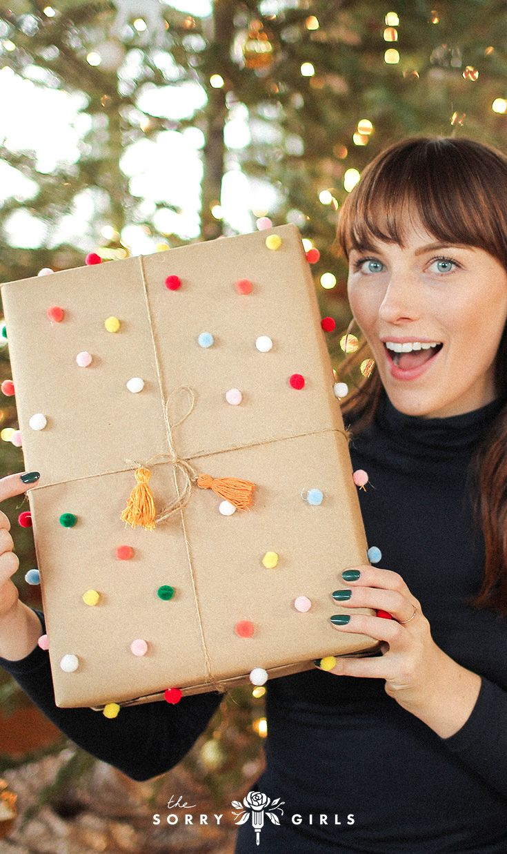 We LOVE this Anthropologie-inspired gift wrapping! Click through for ...