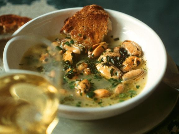 Muschelsuppe ist ein Rezept mit frischen Zutaten aus der Kategorie Muscheln. Probieren Sie dieses und weitere Rezepte von EAT SMARTER!