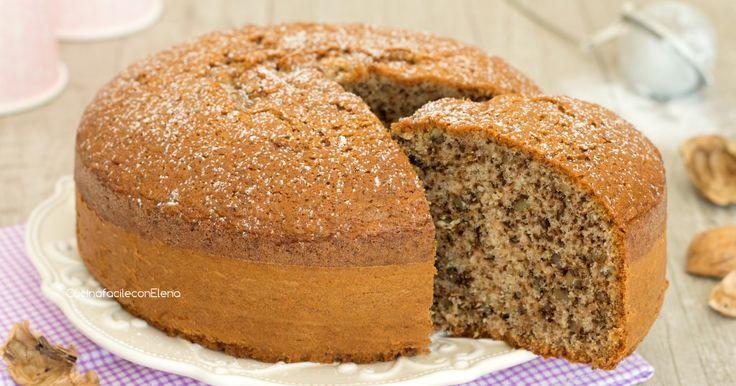 La torta alle noci è un dolce soffice come una nuvola, profumato e goloso che si prepara in pochi minuti e senza burro, è favolosa!
