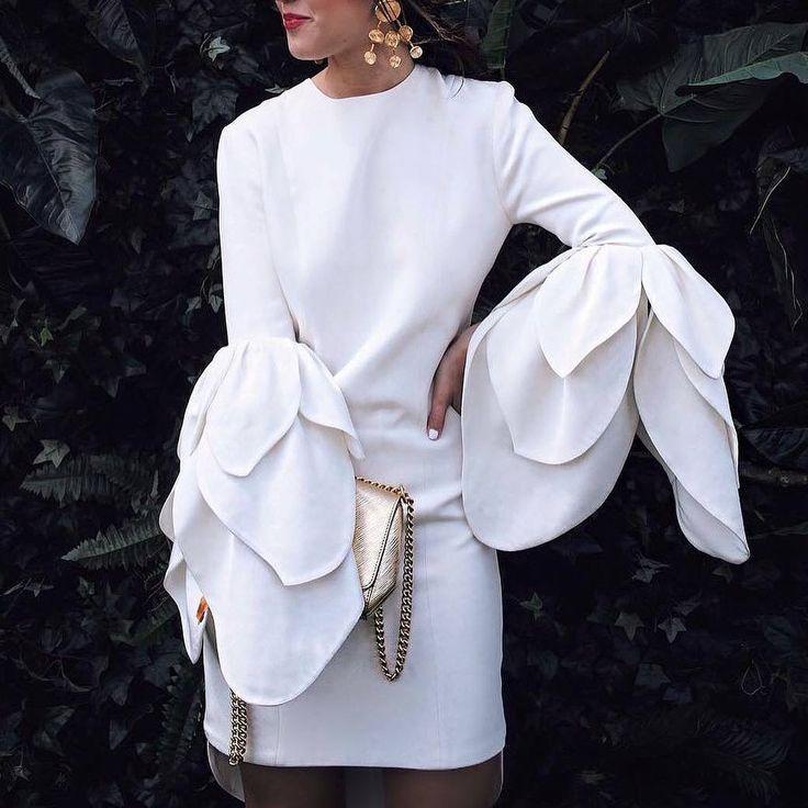 2,172 отметок «Нравится», 15 комментариев — Miss K. (@lifestylecatcher) в Instagram: «Lady in white  via ➡➡@pamallier  @streetrends SHOPPING LINK IN BIO  . . #ootd #style…»