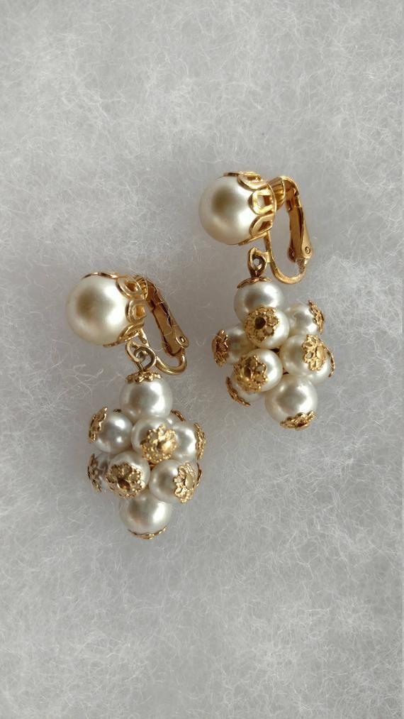 0d56f4b305 Vintage Screw Back Hanging Earrings Jewellery Designs, Gold Jewellery, Pearl  Jewelry, Beaded Jewelry