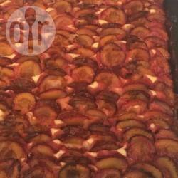Pflaumenkuchen vom Blech mit vielen Pflaumen - Das ist der perfekte Kuchen, wenn man Pflaumenschwemme hat und Pflaumen verwerten will. Pflaumenmenge ist Pi mal Daumen, je nach Größe des Blechs. Der Teig ist ein einfacher Rührteig @ de.allrecipes.com