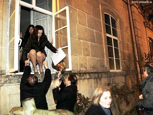 En un ajuntament de Pontevedra l'equip de govern del PP ha d'eixir per la finestra.