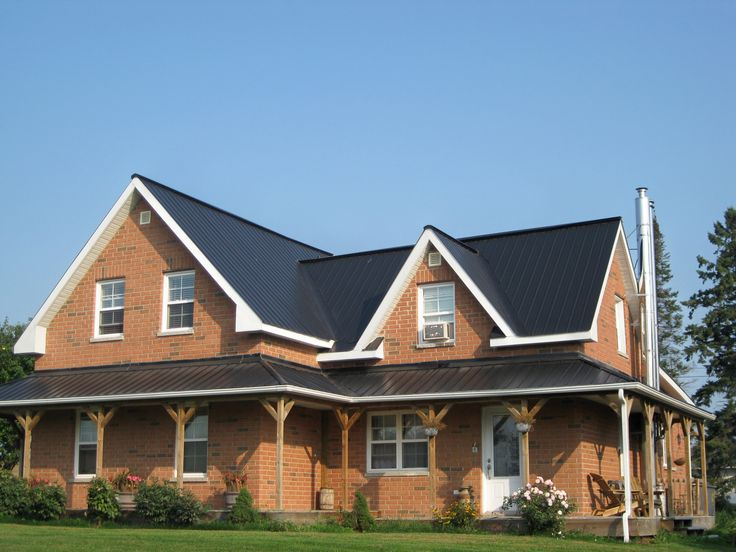 Metal roofing, steel roofing. black/white