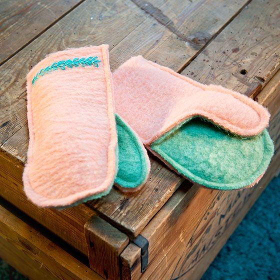 Wanten van oude wollen deken. (bovenkant langer maken dan onderkant)