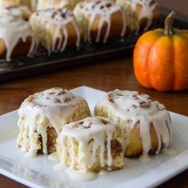 Pumpkin Cinnamon Rolls - Kravers