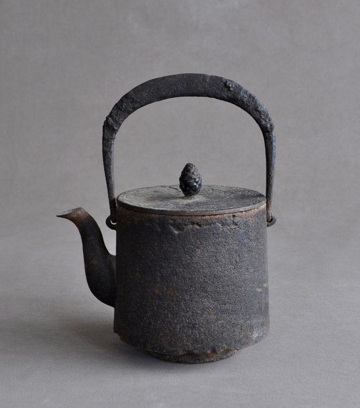 "hotoke-antiques: ""Tetsubin (Iron teapot) http://www.trocadero.com/stores/hotokeantiques/items/1300105/item1300105store.html http://www.hotoke-antiques.com """