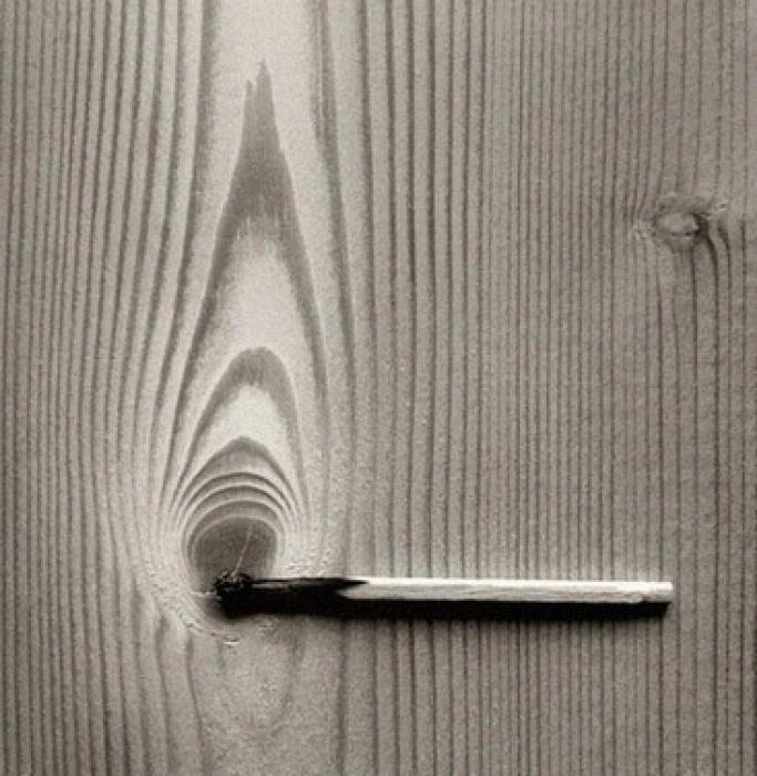 Si vous aimez les illusions d'optique et les photos surréalistes, ne manquez pas de découvrir les oeuvres récentes de Chema Madoz à la galerie Esther Woerdehoff. Ce photographe espagnol s'est fait une spécialité de détourner les objets du quotidien pour créer d'étonnants poèmes visuels. Ouvrez grand les yeux et laissez vagabonder votre imagination... par Audrey