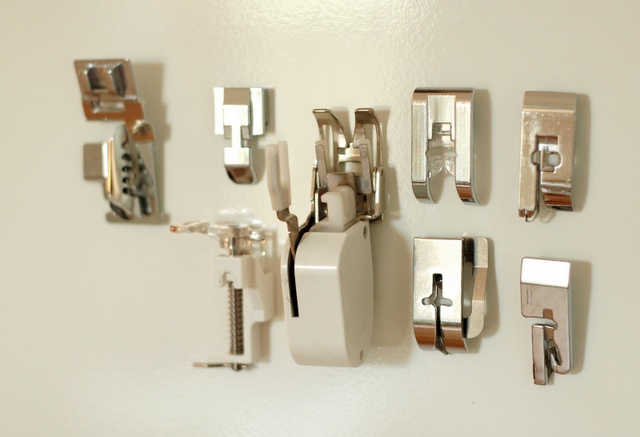 Tips for the use of magnets for craft room organization. Love the sewing machine foot idea!!