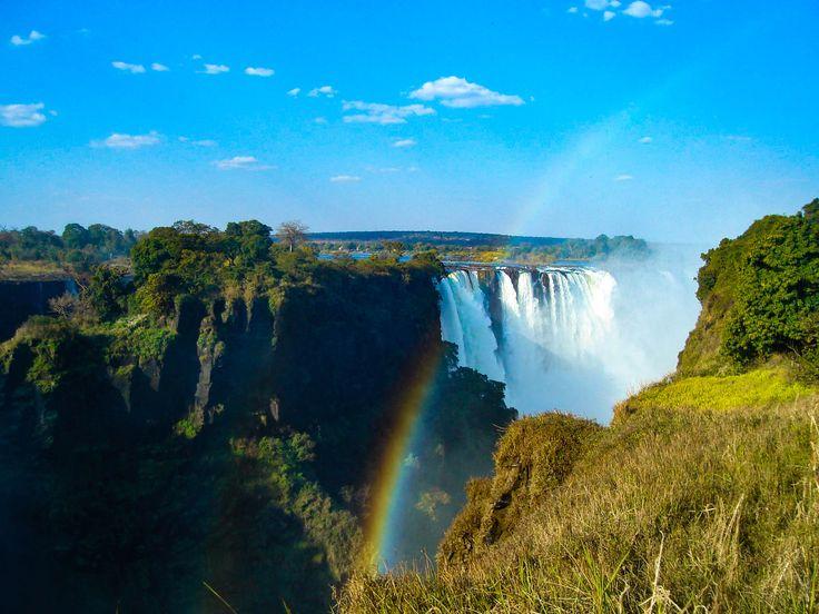 Safari en Afrique australe: Botswana,paradis de la faune sauvage (lions, éléphants, zèbres...), visite du delta de l'Okavango et des chutes Victoria.