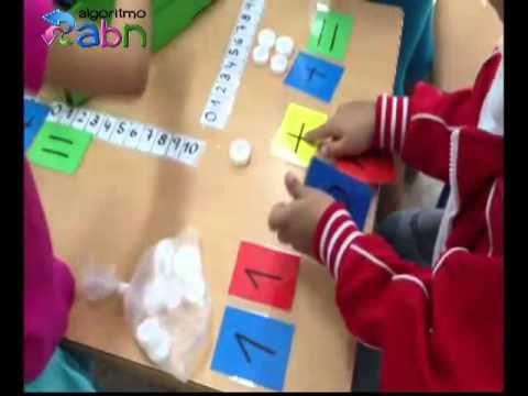 En el siguiente vídeo se puede ver un método donde se trabaja la suma a partir de tapones y tarjetas, estas sumas las hacen en grupo. Además bajo las acciones de añadir y quitar el niño tendrá que tener en cuenta: el estado inicial, la transformación y el estado final.